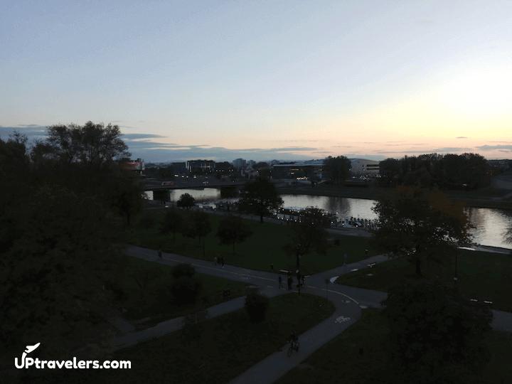 Набережная реки Висла в Кракове в 2017 году