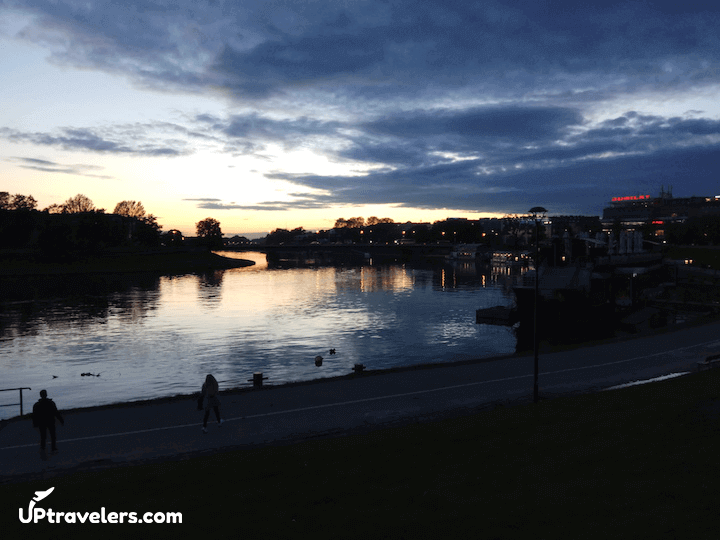 Краковская река Висла (вид вечером)